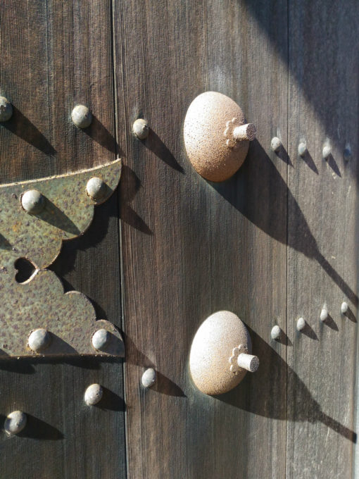 山門の扉のアップ