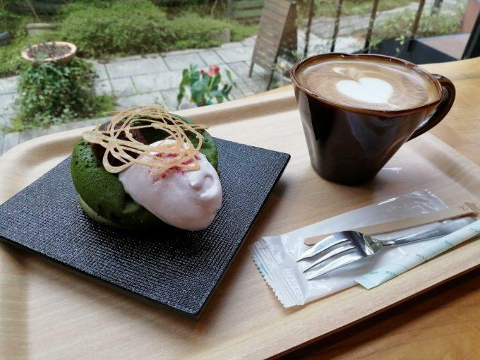 「モチモチ抹茶パンケーキ&カフェラテのセット」